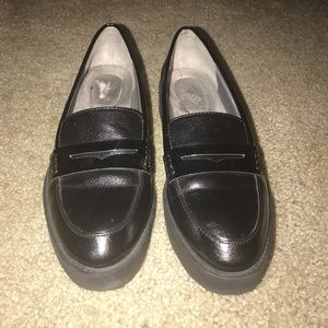 Life Stride black penny loafers 6.5